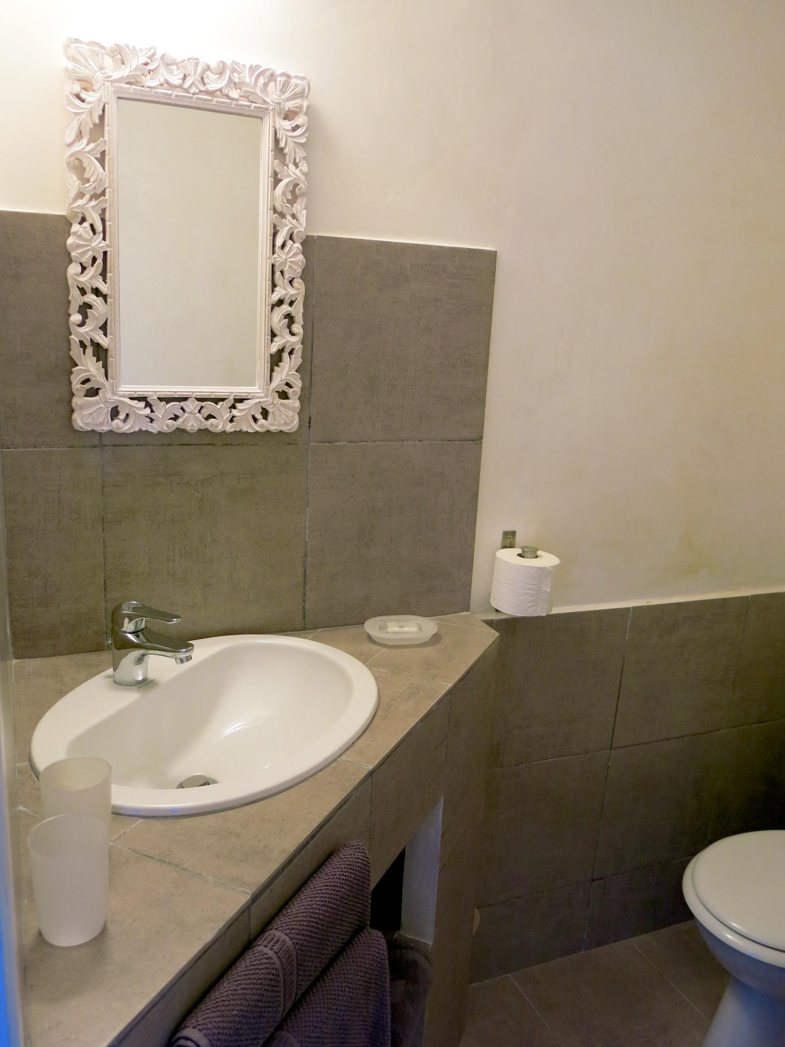 la salle de bains chambres d 39 h tes les oliviers chambres d 39 h tes les oliviers. Black Bedroom Furniture Sets. Home Design Ideas