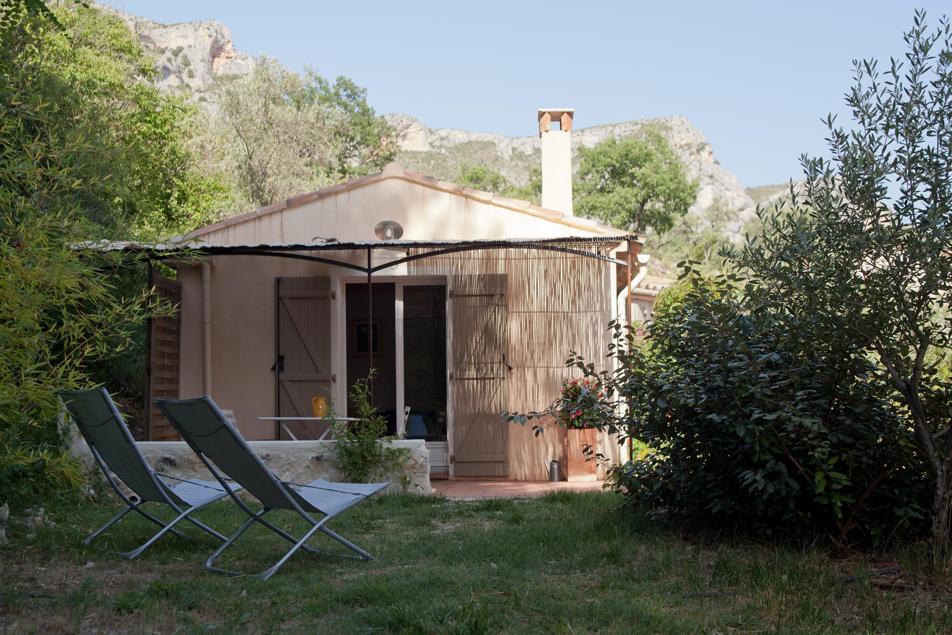 studio chambres d 39 h tes les oliviers chambres d 39 h tes les oliviers. Black Bedroom Furniture Sets. Home Design Ideas